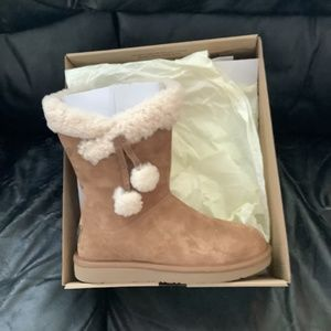 Ugg womens size six boot with tassle